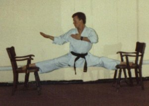 splits on chair 001