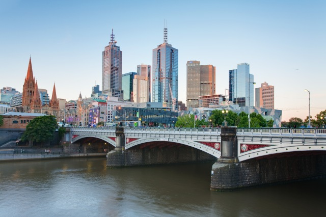 Melbourne_Skyline_and_Princes_Bridge_-_Dec_2008
